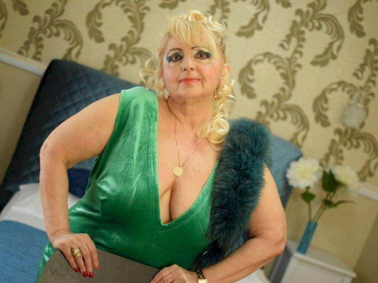 MarthaExtasy (61 anni, donna) XXX live show di sesso bollente - Chatta e fai sesso via webcam